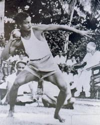 Sri Chinmoy beim Zehnkampf im Ashram