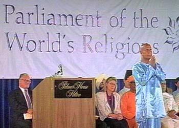 Sri Chinmoy meditiert beim Parlament der Weltreligionen in Chicago