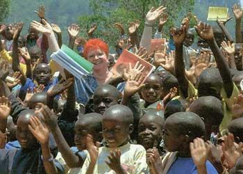 Hilfsgüter für Ruanda von der humanitären Hilfsorganisation Sri Chinmoys