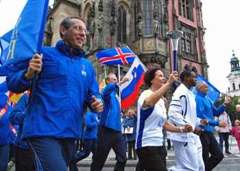 World Harmony Run in Prag mit Carl Lewis
